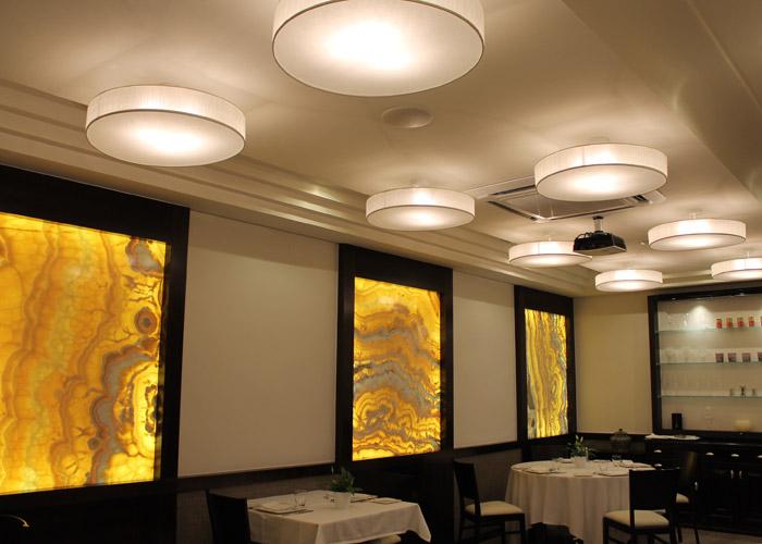 Restaurante con Plafones